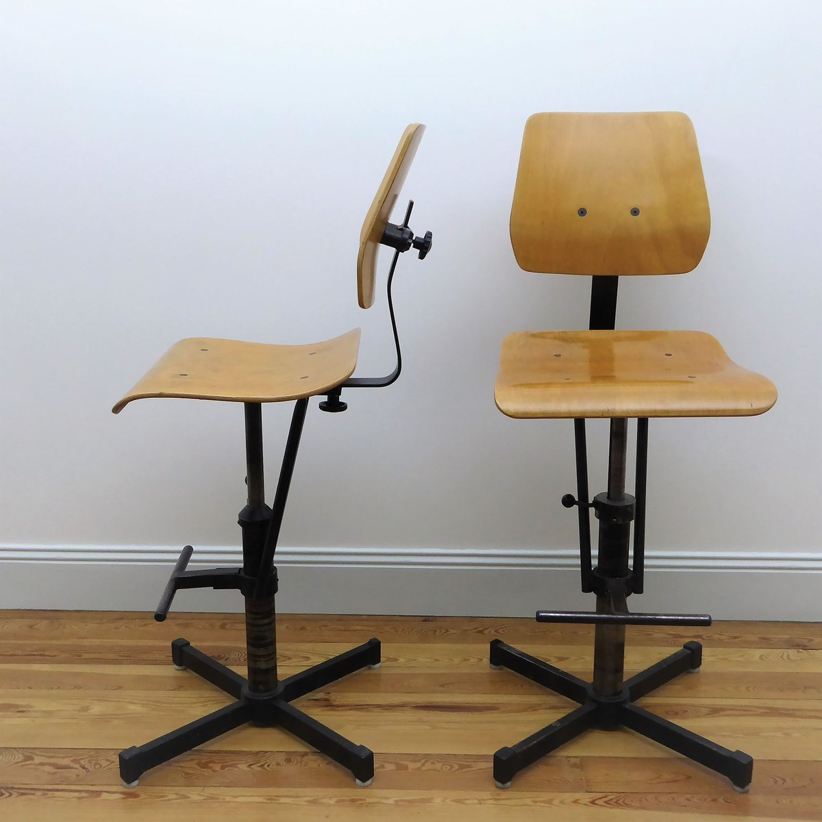 industrielle hohe st hle aus buche metall 1960er 2er set bei pamono kaufen. Black Bedroom Furniture Sets. Home Design Ideas