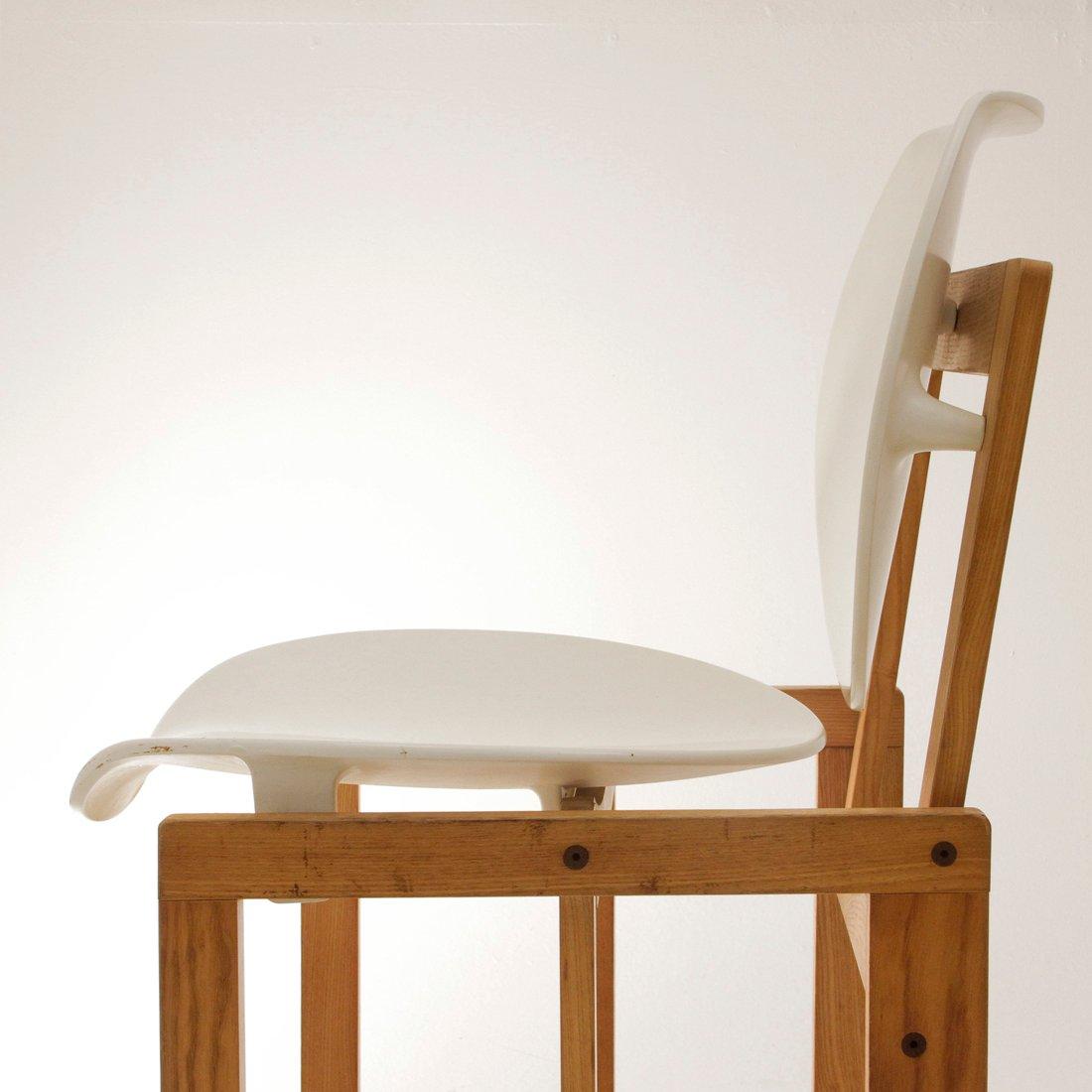 Sedia vintage in legno e plastica bianca italia anni 39 70 for Sedia design anni 70