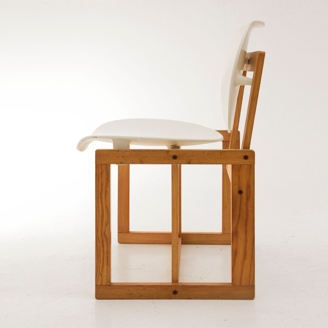 italienischer vintage stuhl aus holz wei em kunststoff 1970er bei pamono kaufen. Black Bedroom Furniture Sets. Home Design Ideas