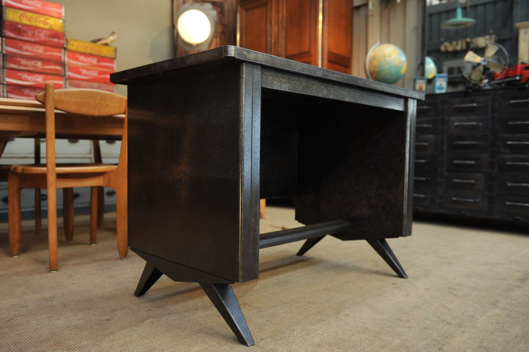 kleiner industrieller metall schreibtisch 1950er bei pamono kaufen. Black Bedroom Furniture Sets. Home Design Ideas