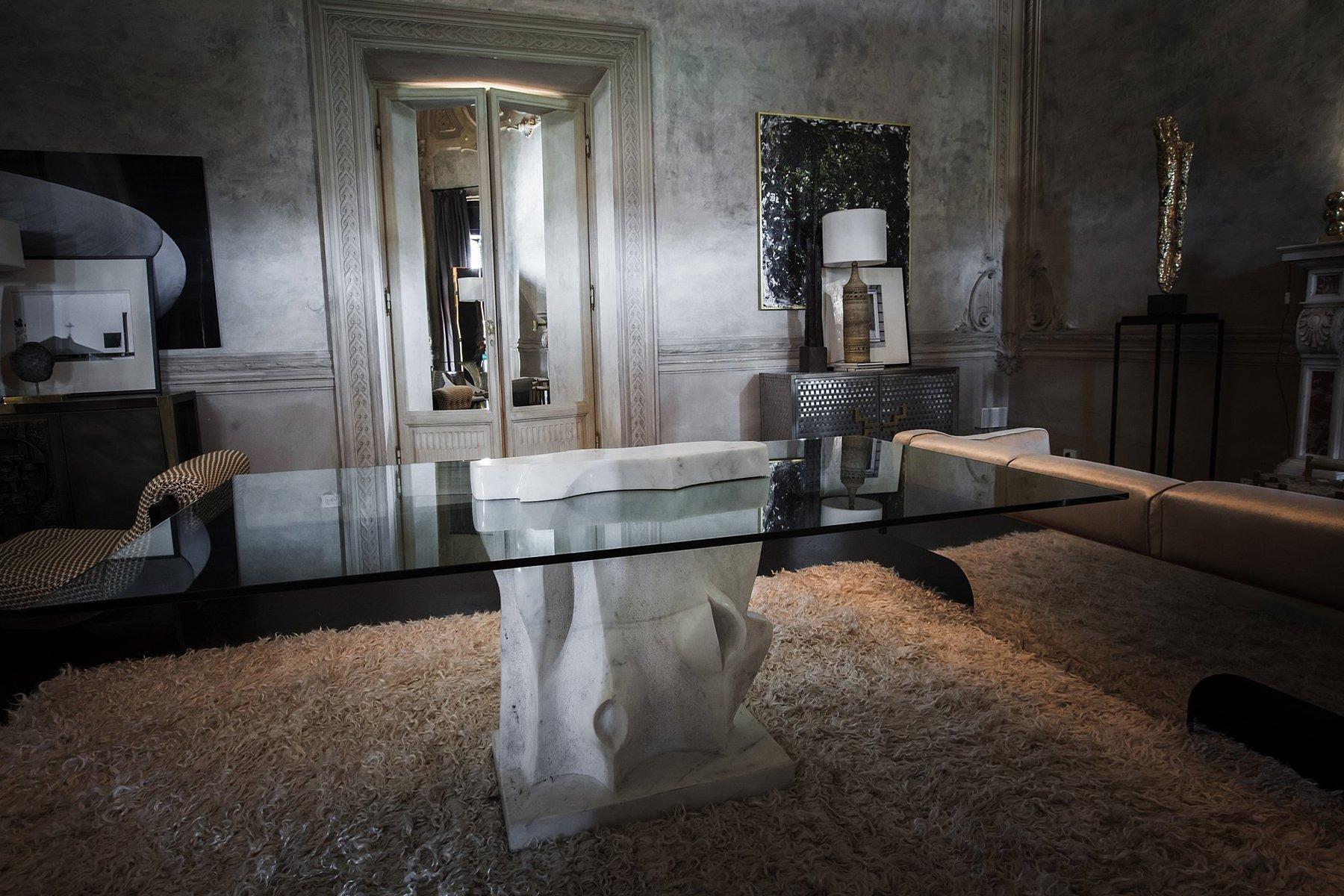 italienischer skulpturaler marmor tisch 1981 bei pamono kaufen. Black Bedroom Furniture Sets. Home Design Ideas