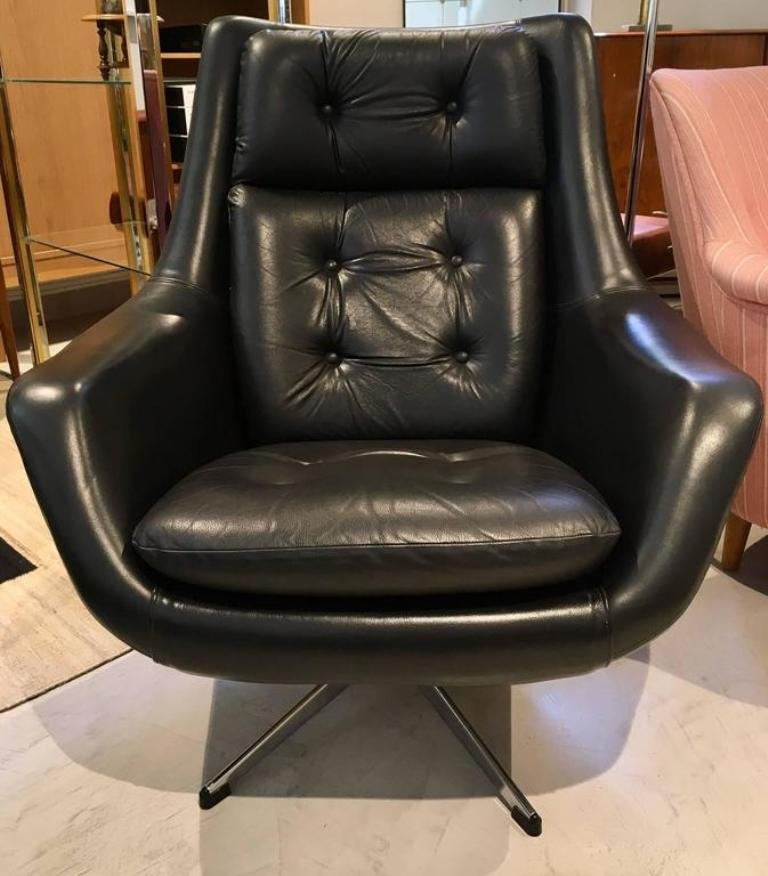 Vintage Black Leather Swivel Armchair by Henry Walter ...
