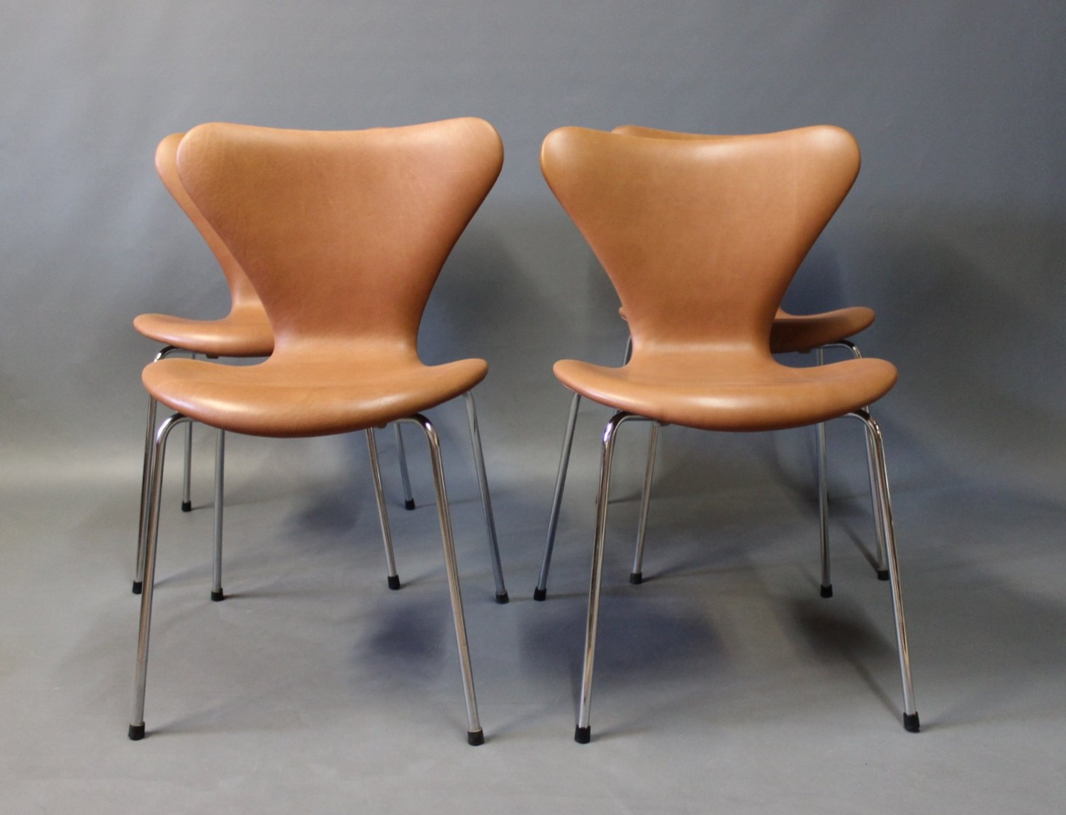 Cognac leather model seven chairs by arne jacobsen for - Arne jacobsen mobel ...