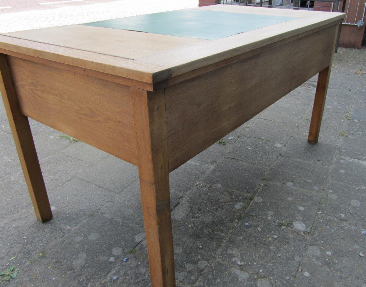 bureau vintage industriel en ch ne rustique en vente sur pamono. Black Bedroom Furniture Sets. Home Design Ideas