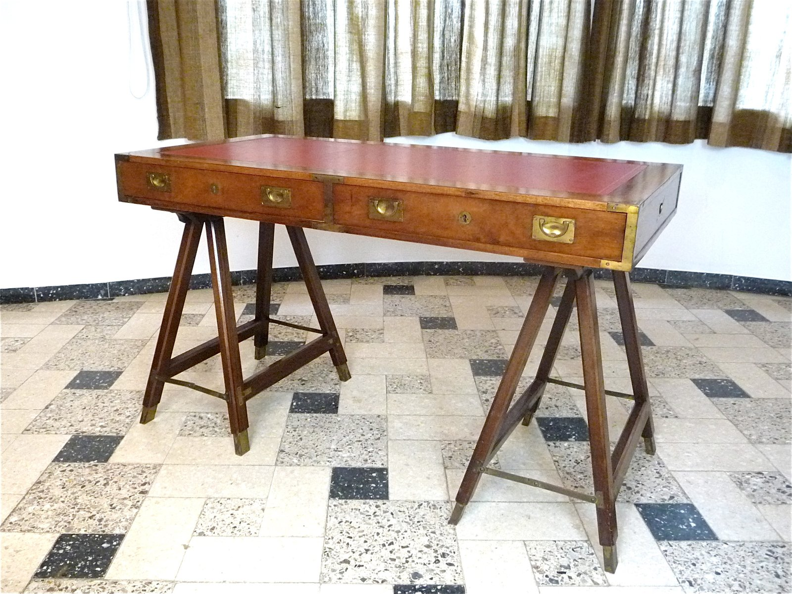 Vintage British Campaign Desk in Mahogany and Leather for sale at Pamono