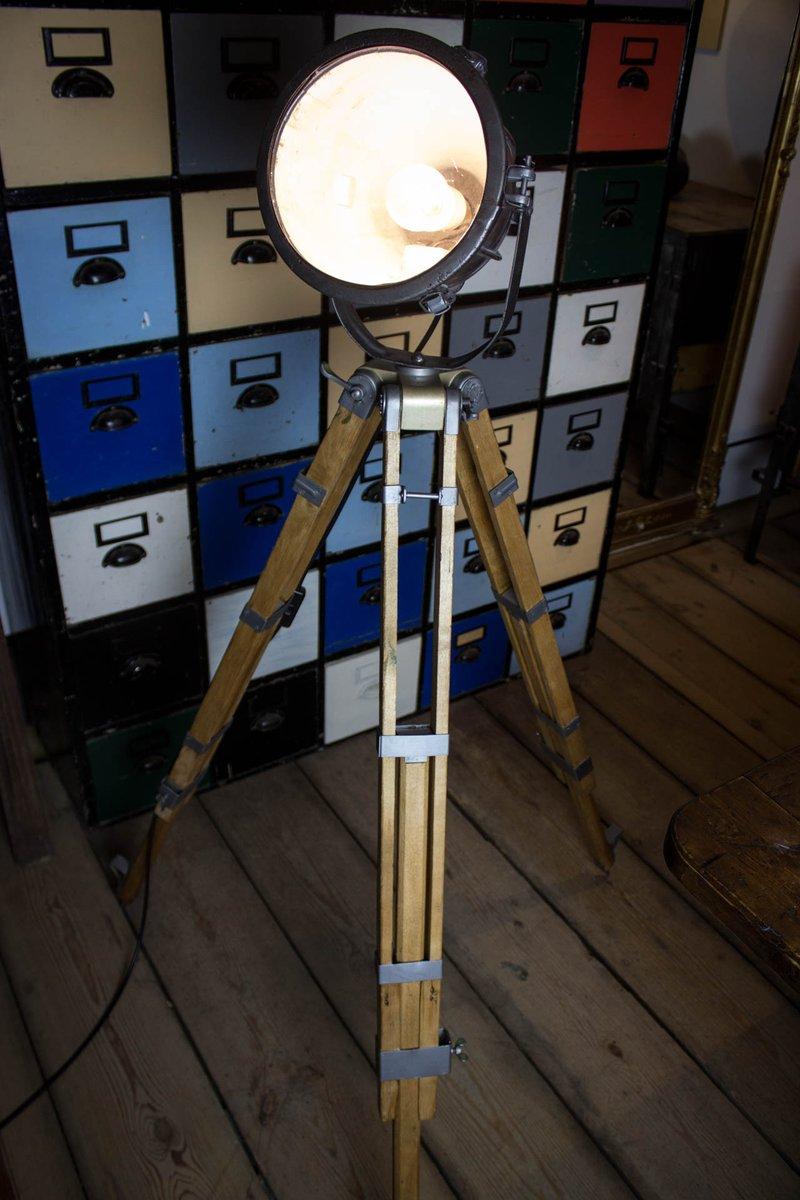 Vintage Strahler auf Holzstativ