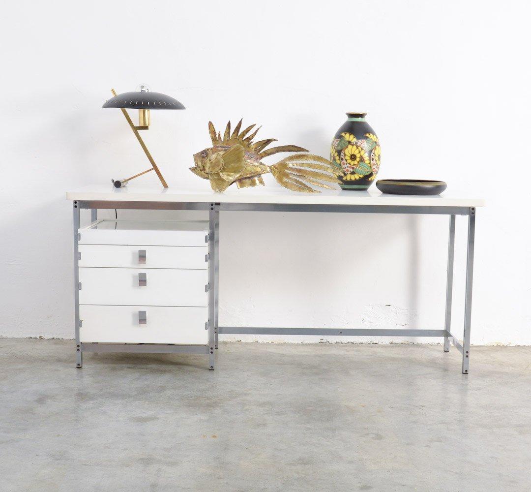 niedriger wei er vintage schreibtisch von jules wabbes bei pamono kaufen. Black Bedroom Furniture Sets. Home Design Ideas