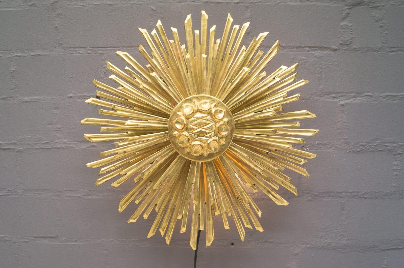 Große Wandlampe aus Holz in Sonnen Optik, 1960er