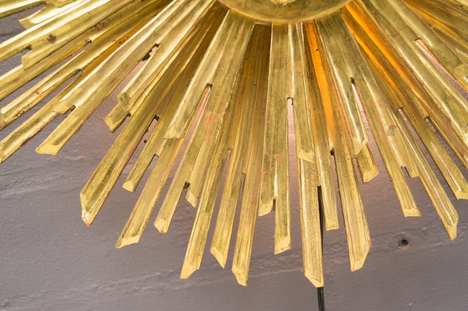 Gro e wandlampe aus holz in sonnen optik 1960er bei for Grosse esszimmertische aus holz