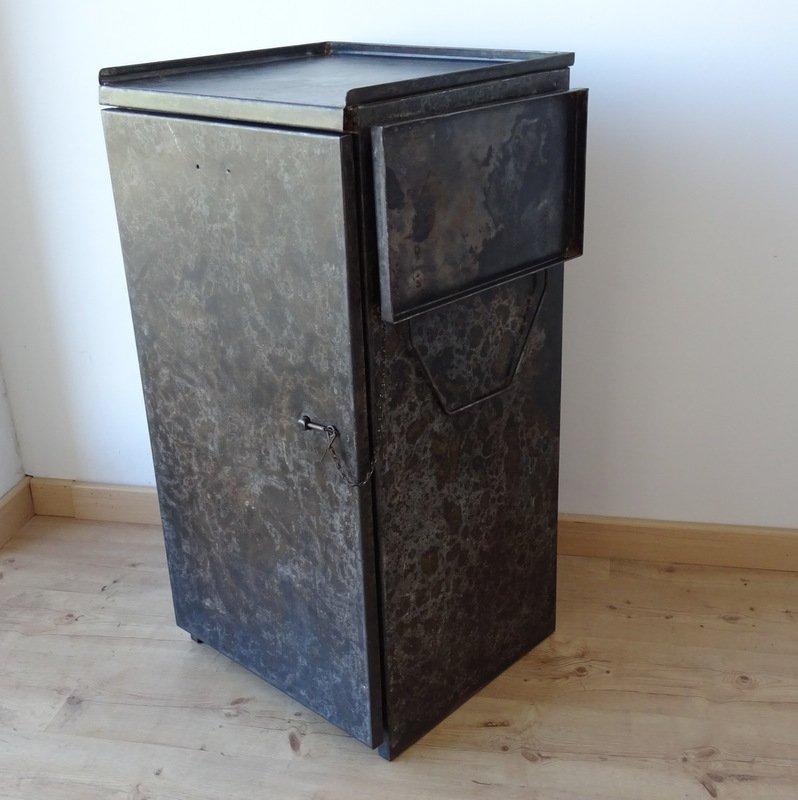 Mobile Industriale Vintage In Metallo Con Mensola Laterale In