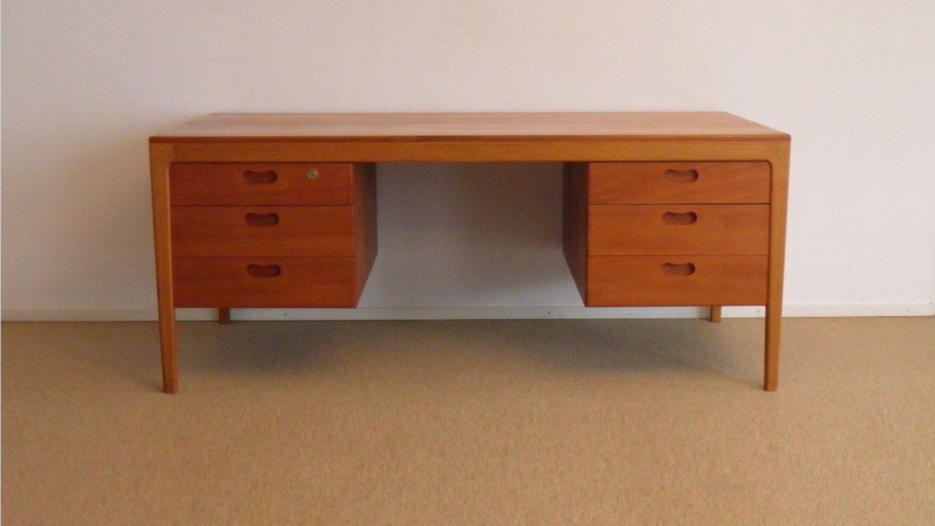 Top Dänischer Mid-Century Schreibtisch mit Schubladen, 1960er bei @CU_15
