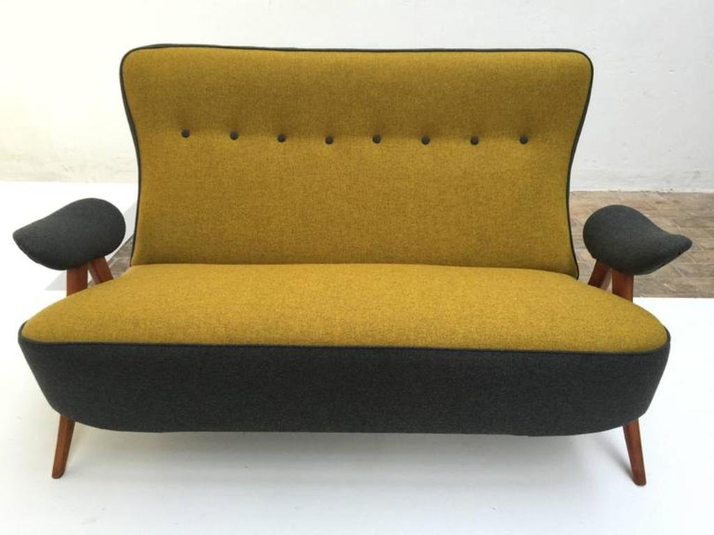 modell 105 sofa mit gebogenen beinen von theo ruth f r artifort 1957 bei pamono kaufen. Black Bedroom Furniture Sets. Home Design Ideas