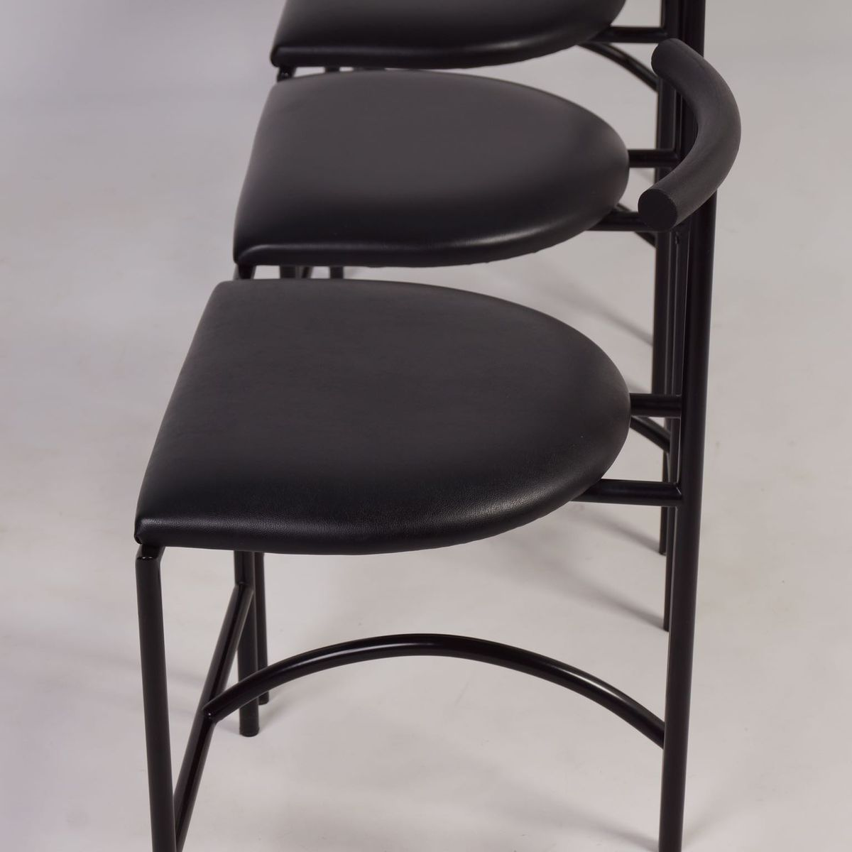 vintage italian tokyo dining chairs by rodney kinsman for bieffeplast 1980s set of 4 for sale. Black Bedroom Furniture Sets. Home Design Ideas