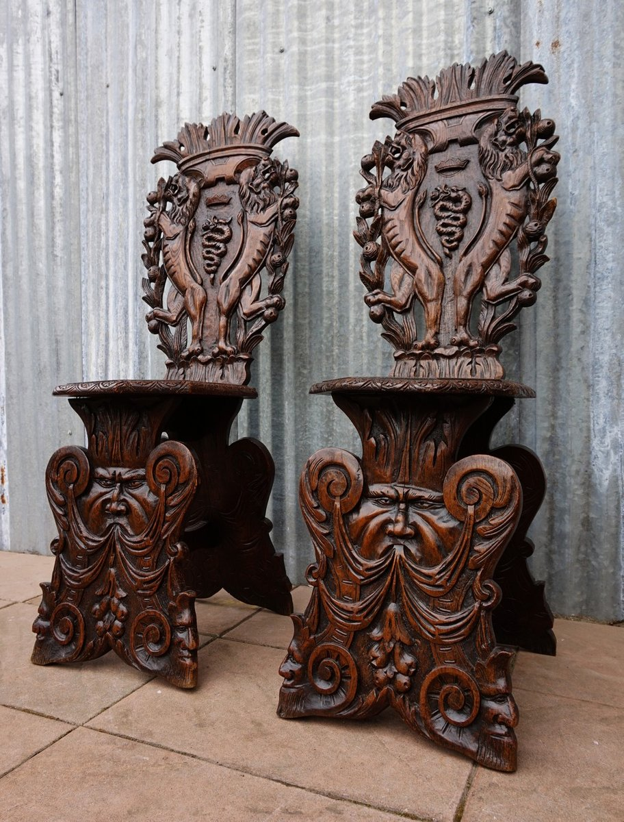 Antique Italian Carved Oak Sgabello Chairs, Set of 2 - Antique Italian Carved Oak Sgabello Chairs, Set Of 2 For Sale At Pamono