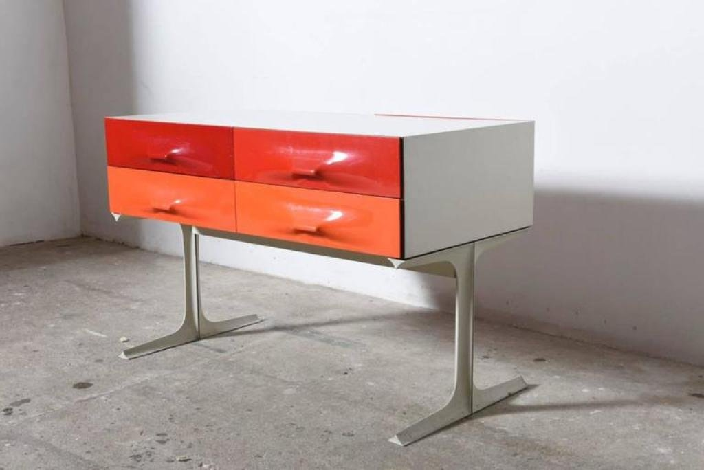 niedrige kommode in rot orange von raymond loewy f r doubinsky fr res 1960er bei pamono kaufen. Black Bedroom Furniture Sets. Home Design Ideas