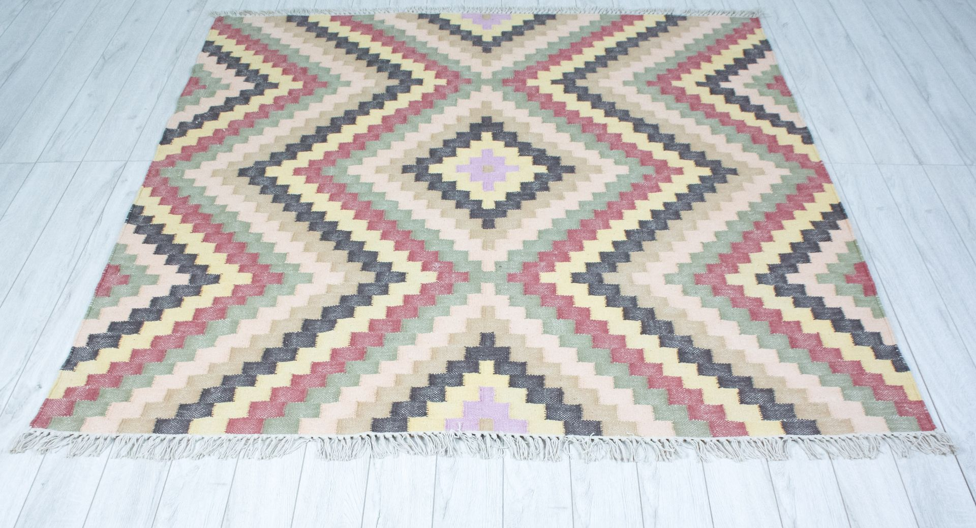 gro er geometrischer teppich von house doctor bei pamono kaufen. Black Bedroom Furniture Sets. Home Design Ideas
