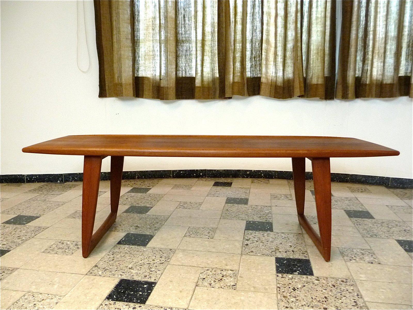 Dänischer Teak Couchtisch mit Gebogener Tischplatte, 1960er