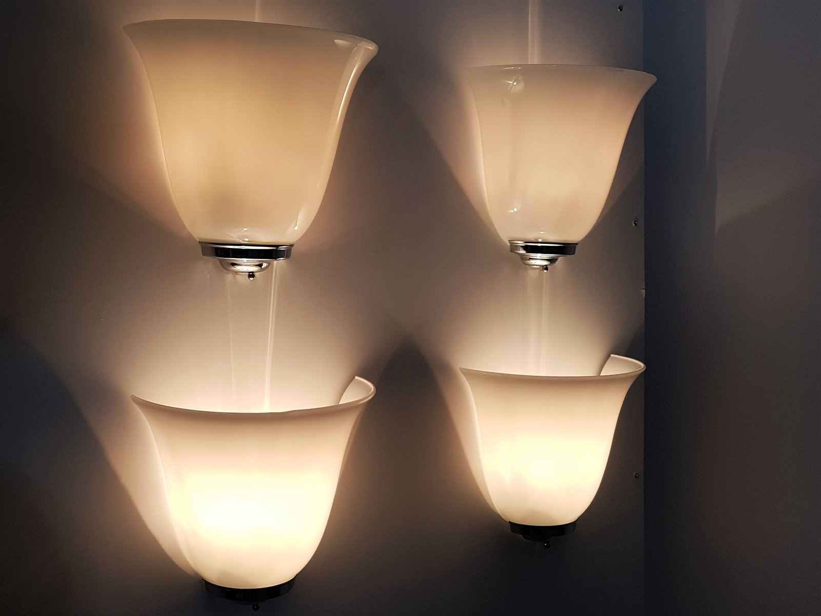 Applique da parete vintage in vetro opalino in vendita su pamono
