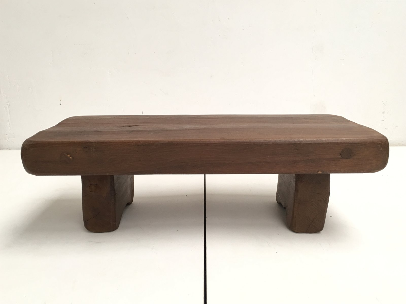 table basse rustique en ch ne massif france en vente sur pamono. Black Bedroom Furniture Sets. Home Design Ideas
