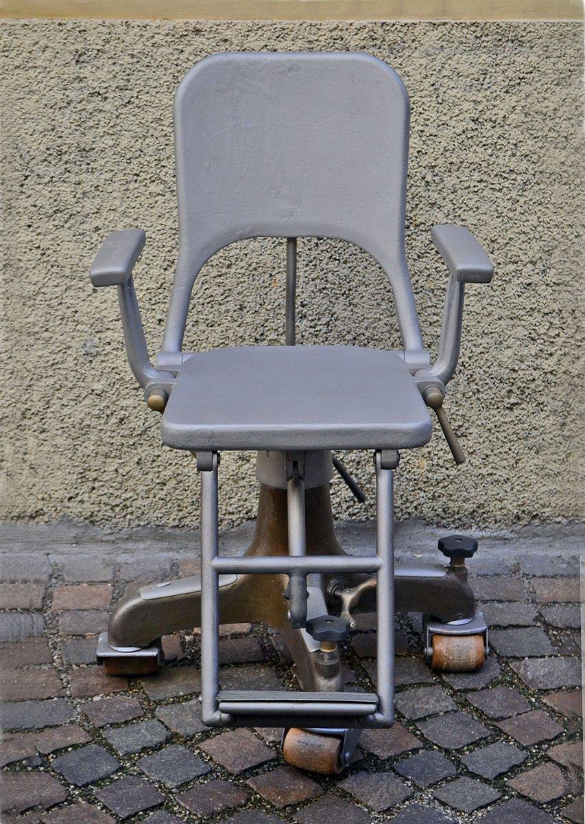 zahnarzt stuhl auf rollen aus gegossenem aluminium 1900er bei pamono kaufen. Black Bedroom Furniture Sets. Home Design Ideas