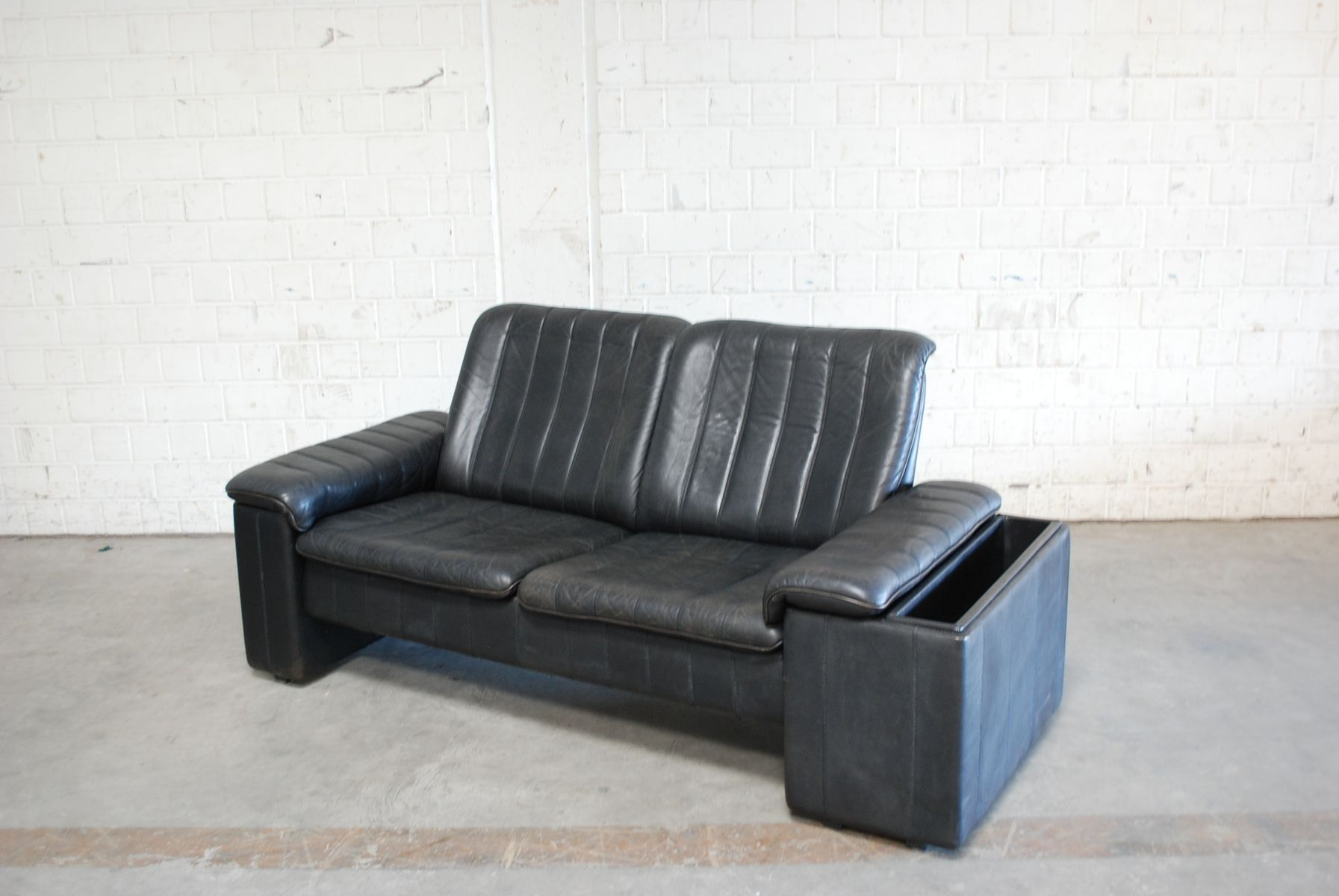 anthrazitfarbenes vintage zwei sitzer ledersofa von de sede bei pamono kaufen. Black Bedroom Furniture Sets. Home Design Ideas