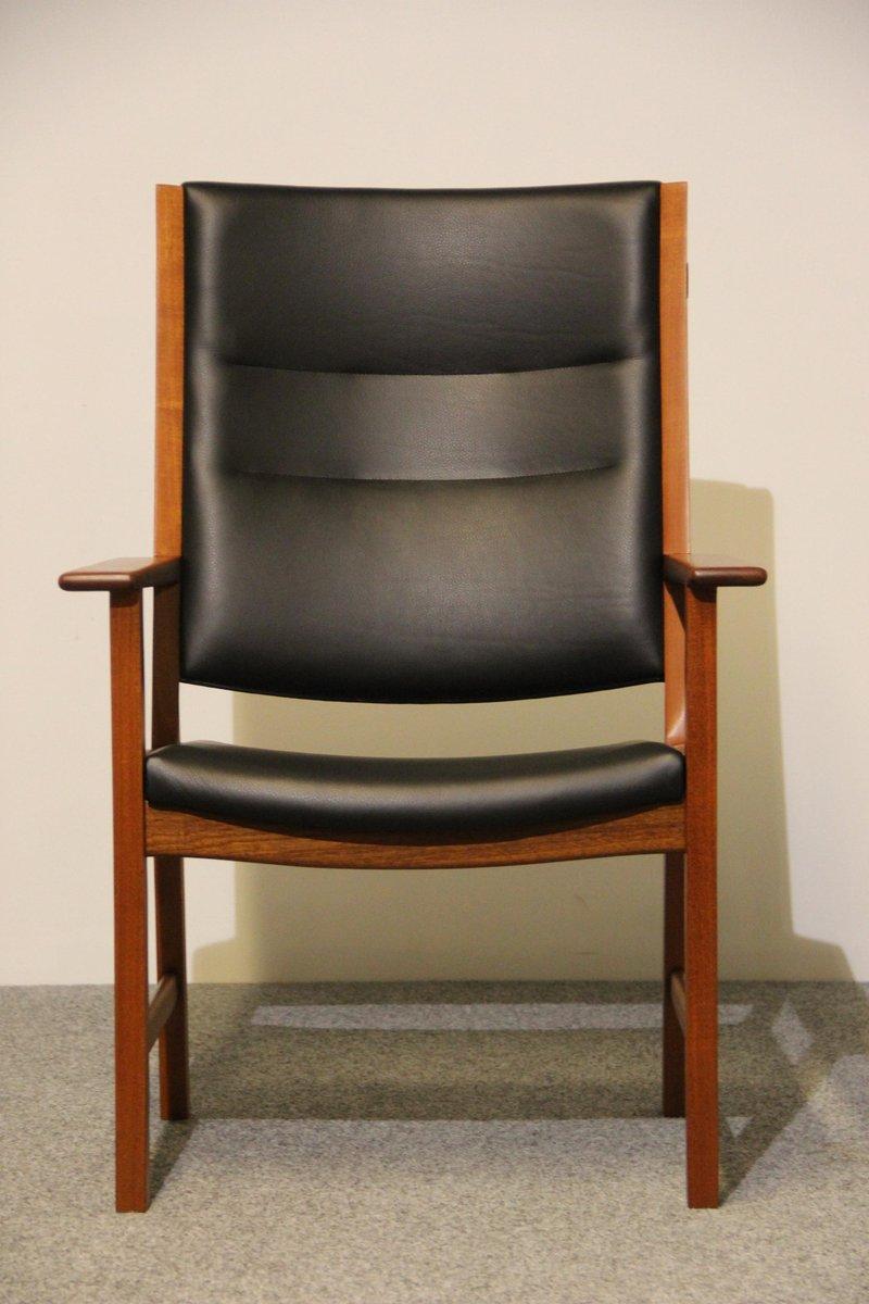 mid century armlehnstuhl aus mahagoni schwarzem leder von hans j wegner f r johannes hansen. Black Bedroom Furniture Sets. Home Design Ideas