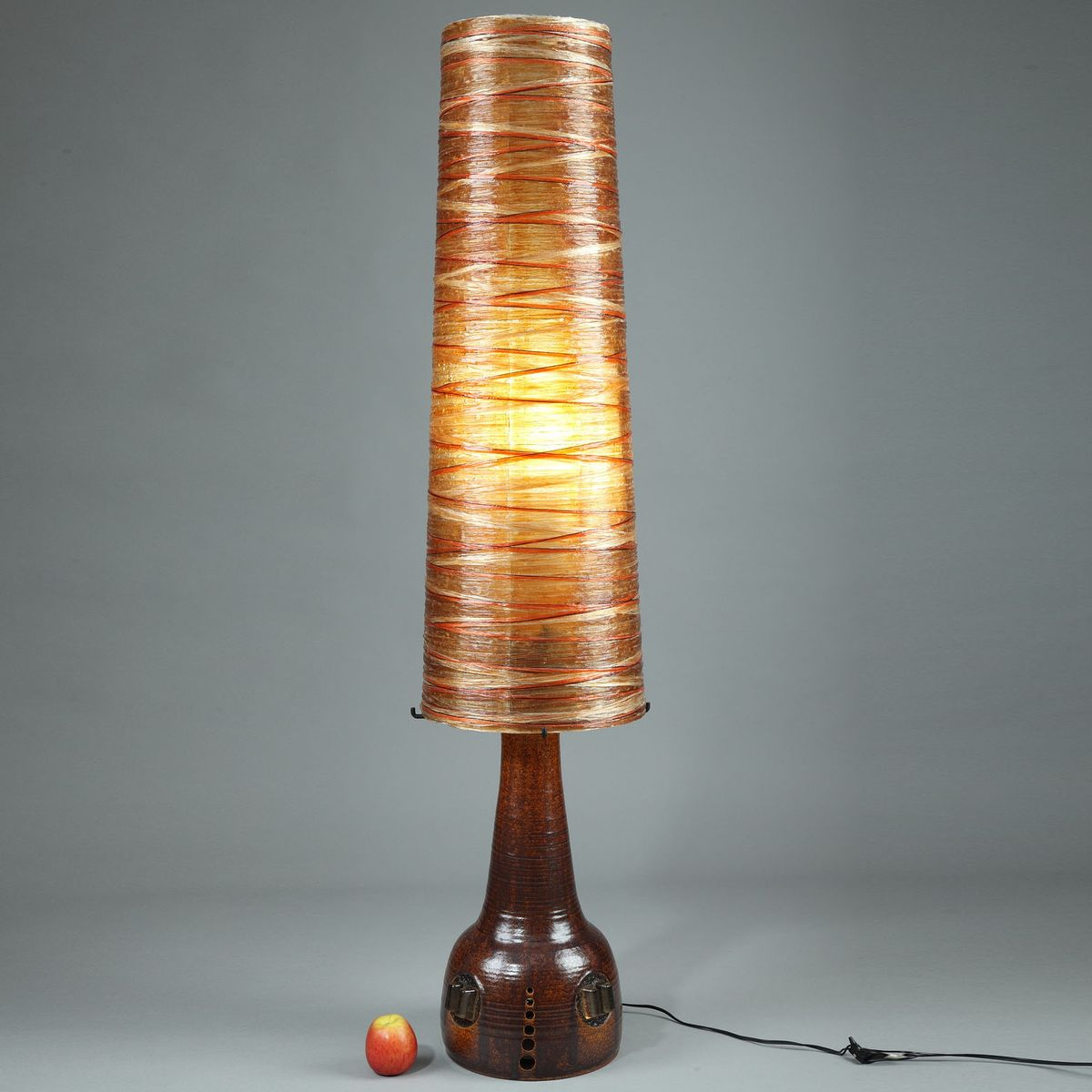 Hohe Keramik, Leinen & Harz Stehlampe von Les Ateliers Accolay, 1970er