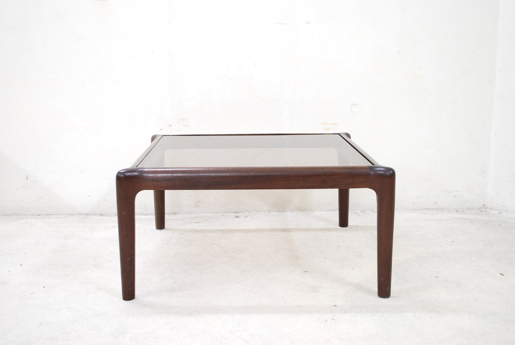 table basse vintage en acajou verre fum en vente sur pamono. Black Bedroom Furniture Sets. Home Design Ideas