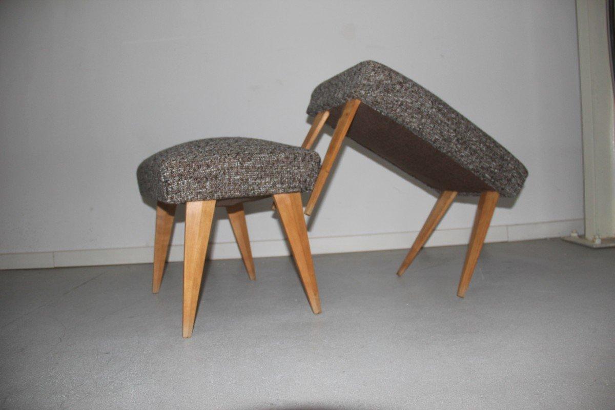 Sgabelli con piedi in acero anni 50 set di 2 in vendita su pamono