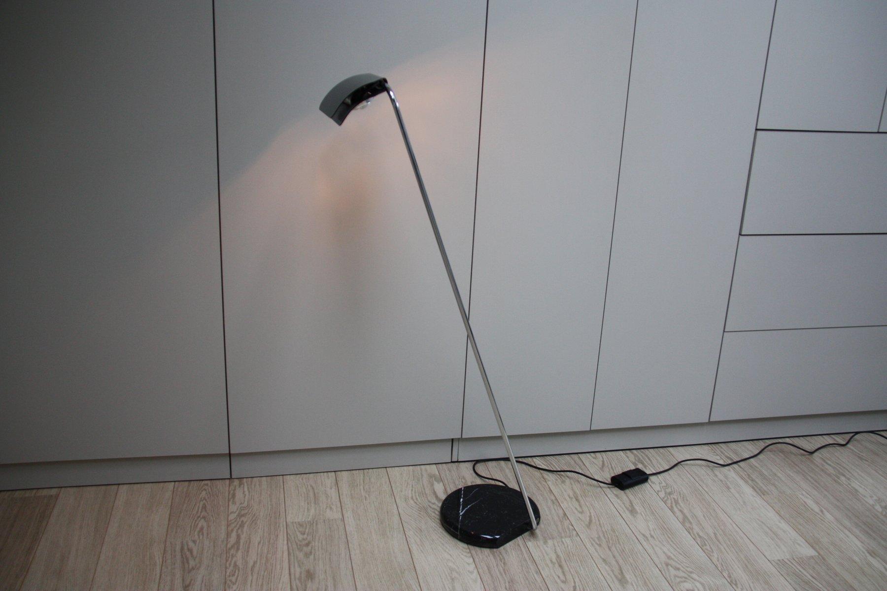 Vintage Stehlampe mit Schwarzer Metall Leuchte und Schwarzem Marmor Fu...