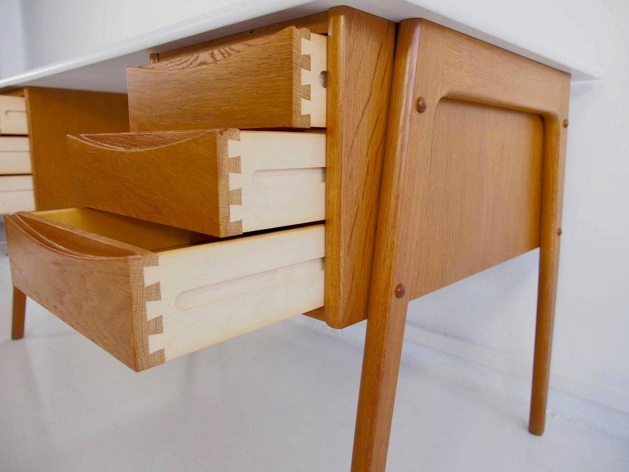 vintage eichenholz schreibtisch mit wei er tischplatte bei. Black Bedroom Furniture Sets. Home Design Ideas