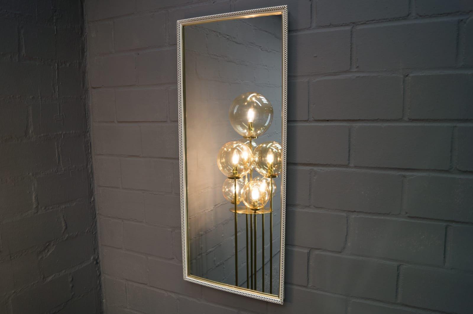 Espejo de pared grande rectangular de metal perforado for Espejo rectangular grande