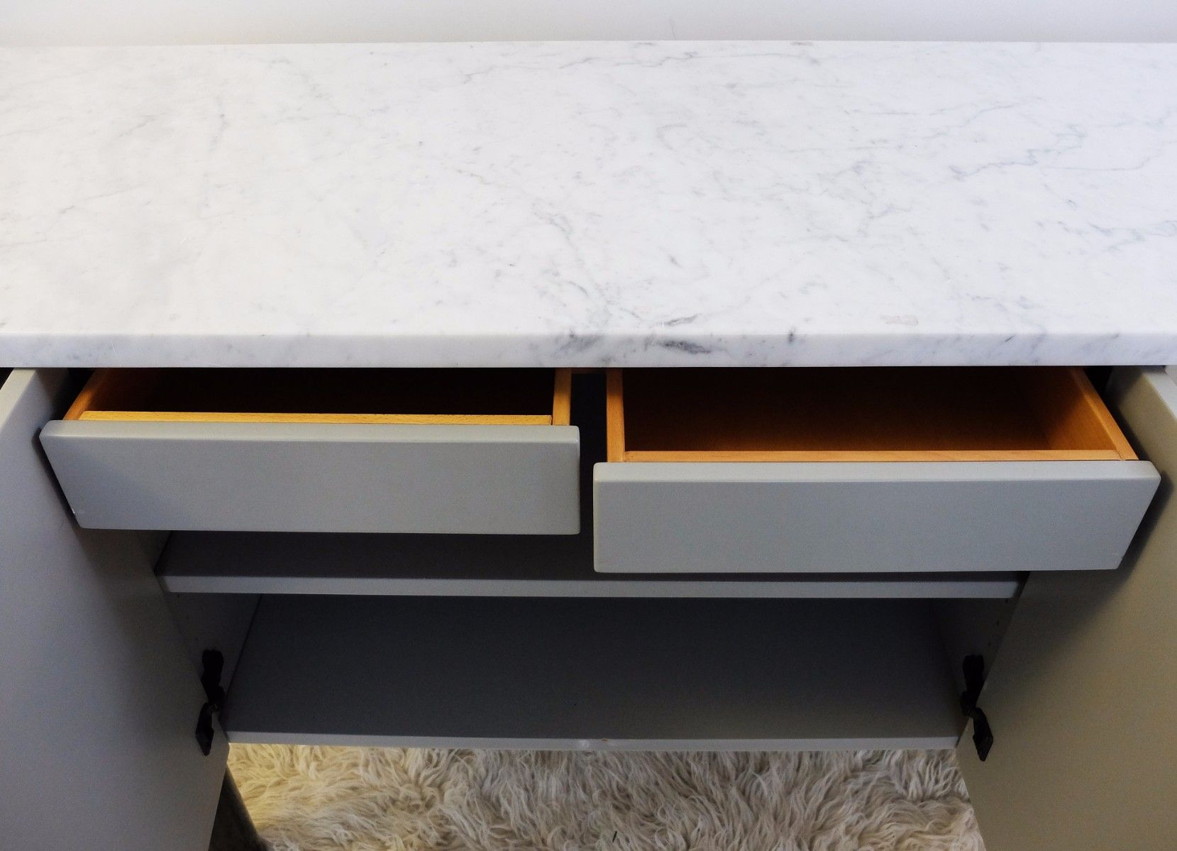 Credenza Con Ripiano In Marmo : Credenza vintage con ripiano in marmo vendita su pamono