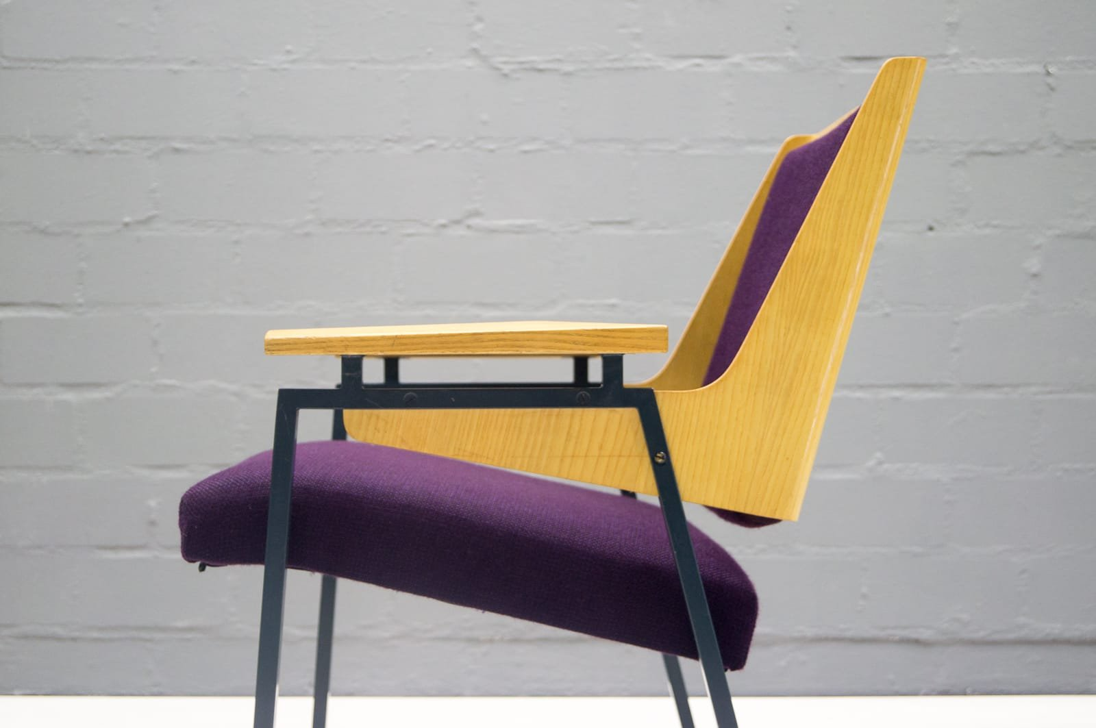 mid century purple armchair by wunibald puchner for the meistersingerhalle n rnberg 1958 for. Black Bedroom Furniture Sets. Home Design Ideas