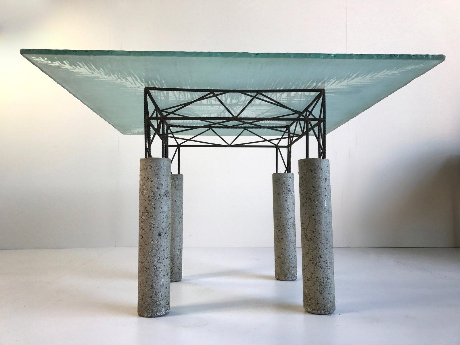 italienischer tisch aus beton und eisen mit glasplatte 1980er bei pamono kaufen. Black Bedroom Furniture Sets. Home Design Ideas