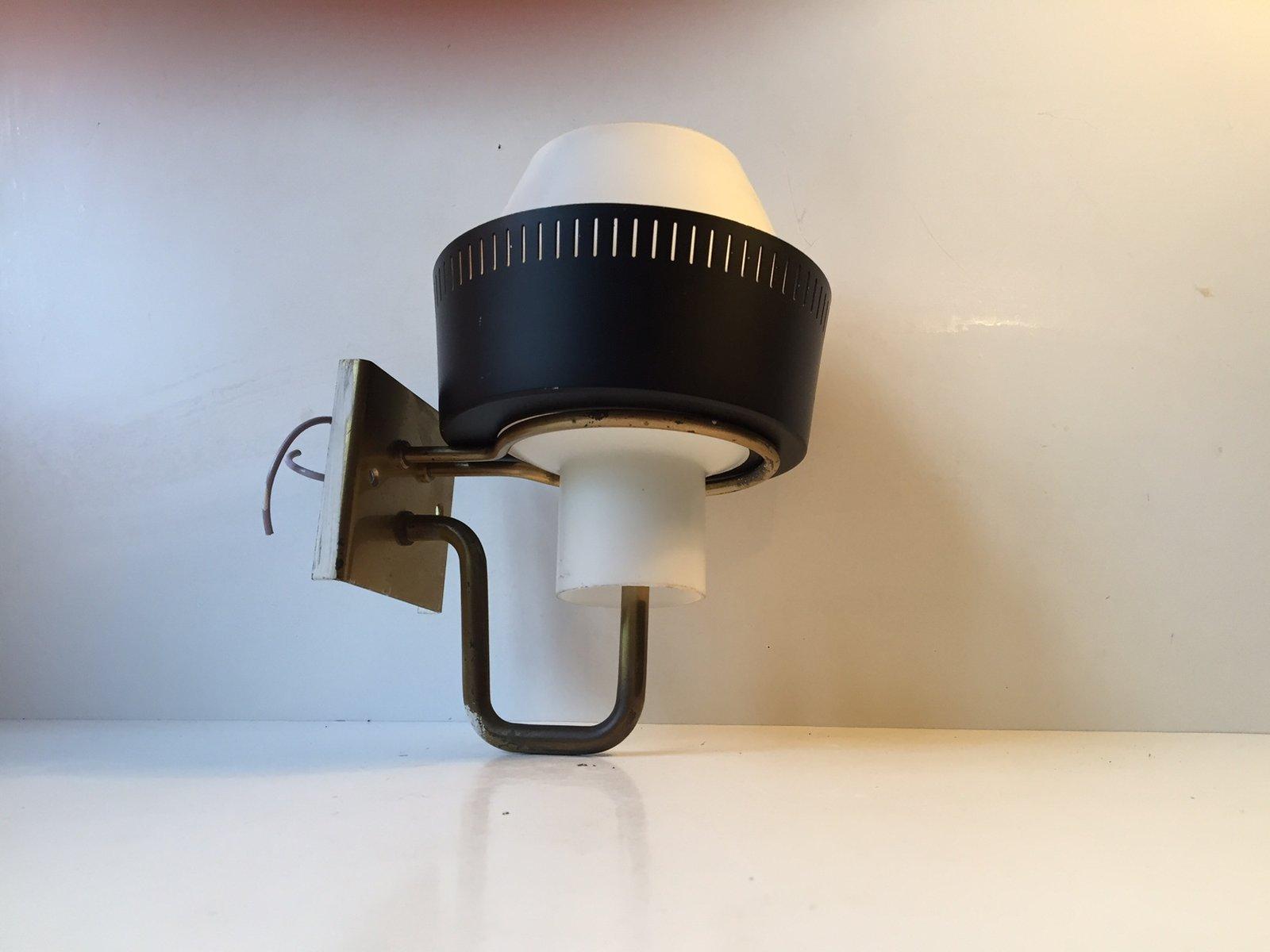 Dänische Modernistische Wandlampe aus Unterfangenem Glas & Messing von...
