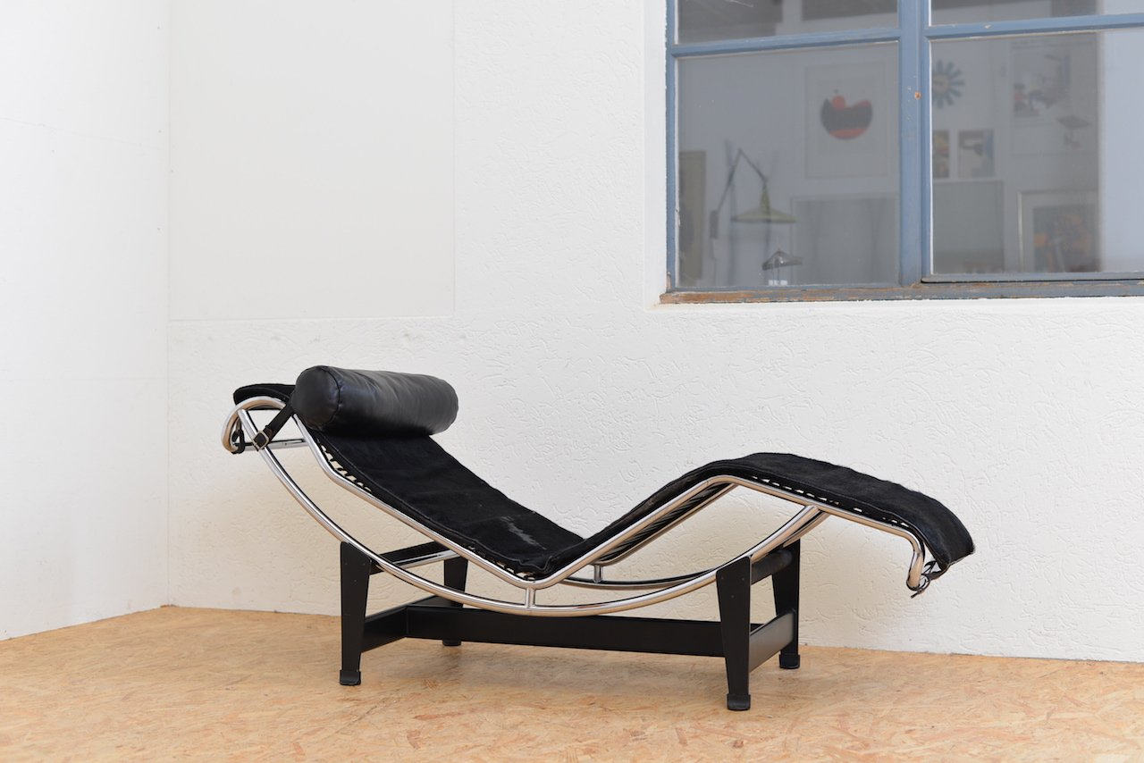 vintage lc 4 chaise lounge with pony hide by le corbusier jeanneret and perriand for cassina - Chaise Vintage