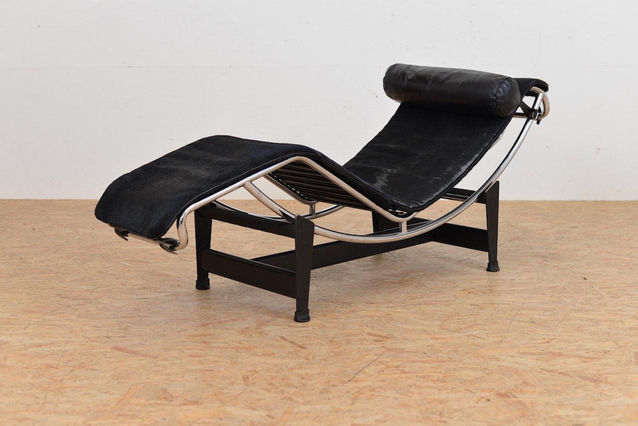 chaise longue lc 4 vintage avec rev tement poney par le corbusier jeanneret et perriand pour. Black Bedroom Furniture Sets. Home Design Ideas