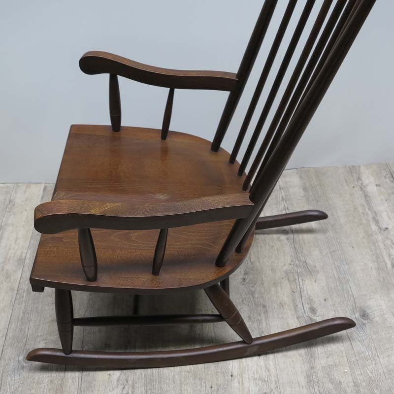 skandinavischer mid century holz schaukelstuhl bei pamono kaufen. Black Bedroom Furniture Sets. Home Design Ideas