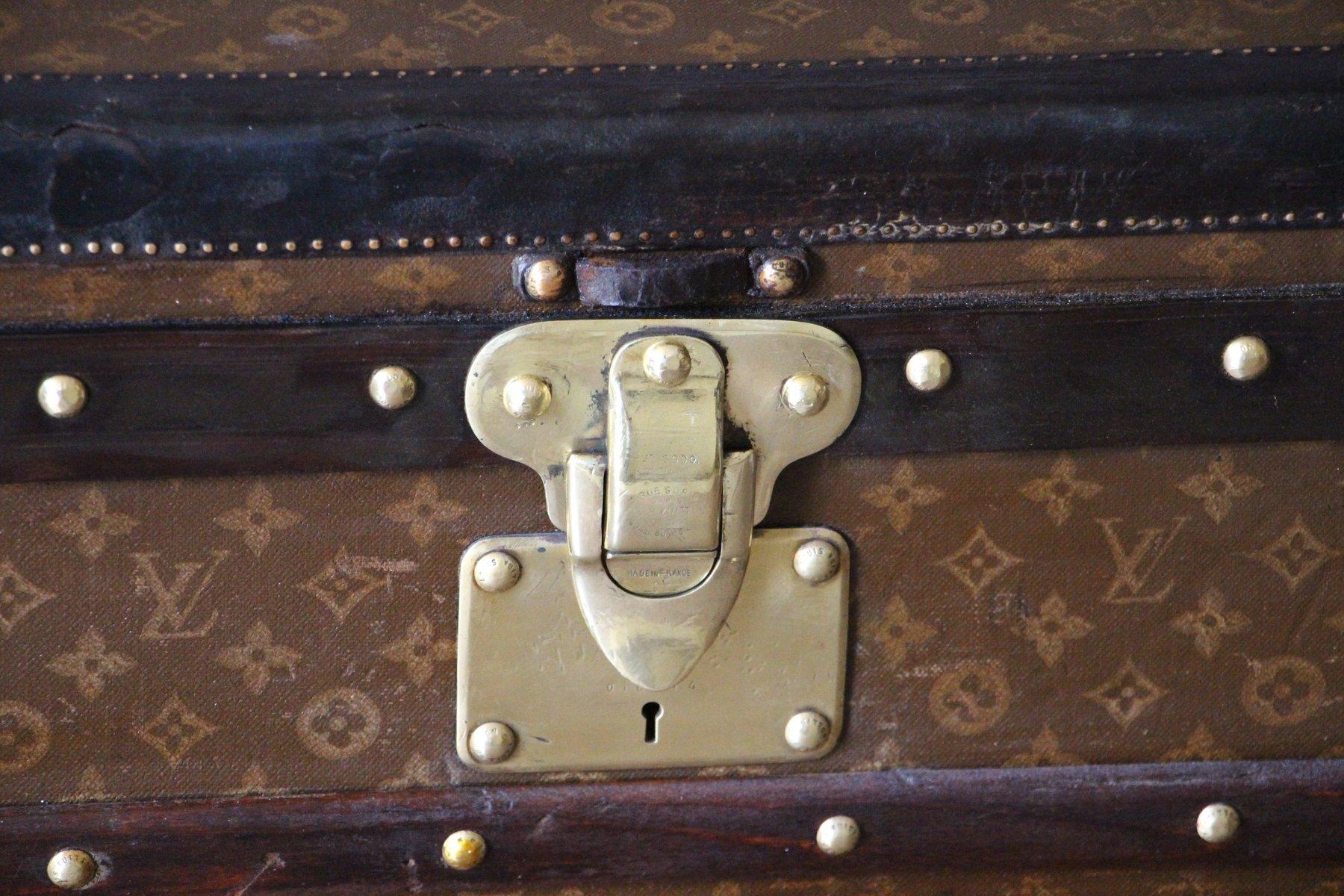 malle de voyage stenciled monogramm vintage de louis vuitton en vente sur pamono. Black Bedroom Furniture Sets. Home Design Ideas