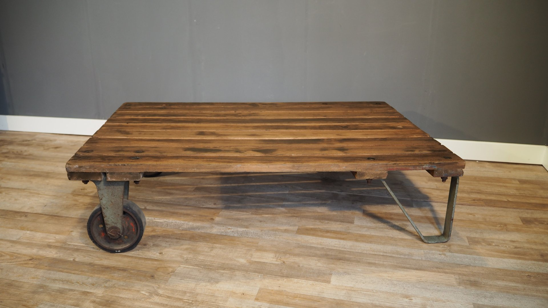 Large Industrial Pallet Coffee Table 1930s For Sale At Pamono