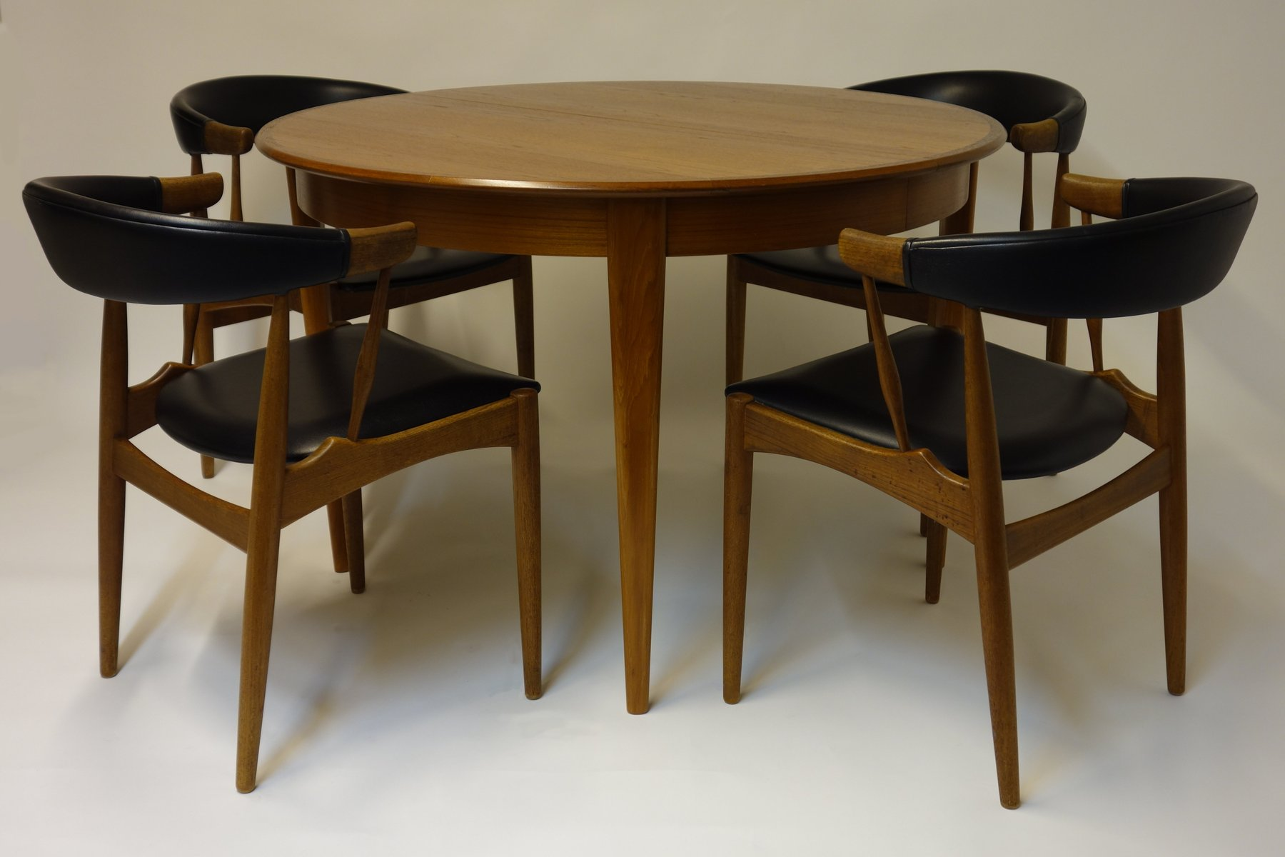 Ausziehbarer Esstisch mit Zwei Erweiterungen & Vier Stühle von Brdr. A...