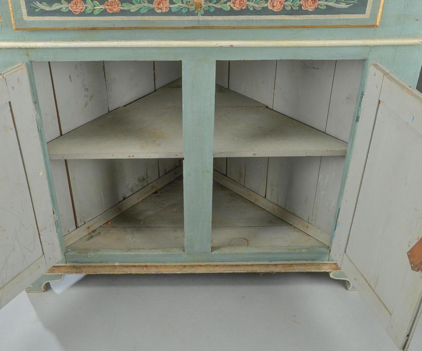 Credenza Con Vetrina Fine 800 : Credenza gustaviana ad angolo con vetrina in vendita su pamono