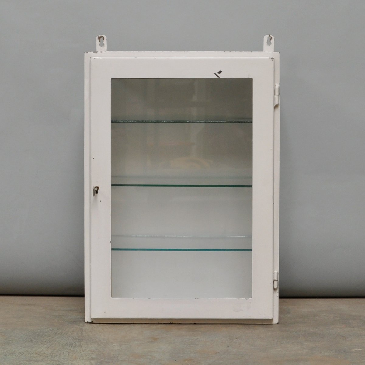 Small Hanging Iron and Antique Glass Medicine Cabinet, 1960s - Small Hanging Iron And Antique Glass Medicine Cabinet, 1960s For