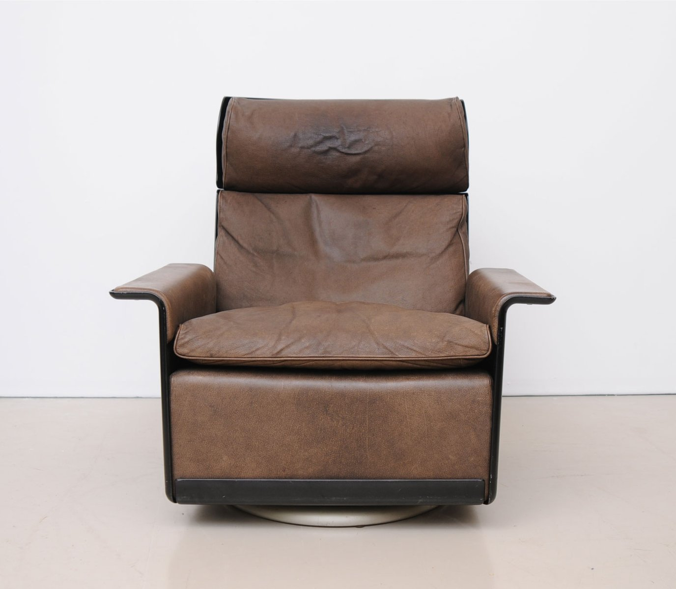 Mid century 620 high back armchair by dieter rams for vitsoe