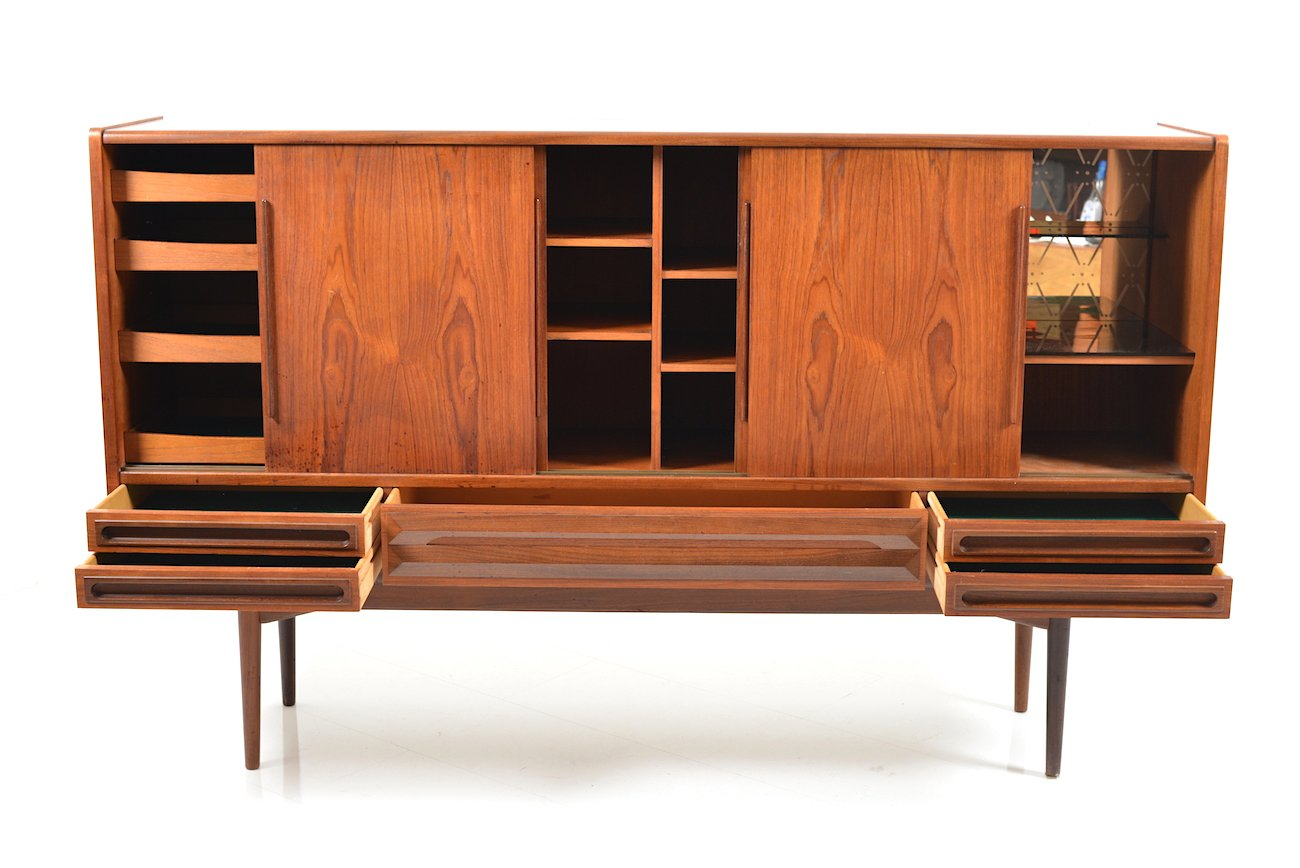 d nisches mid century teak sideboard mit 4 schiebet ren bei pamono kaufen. Black Bedroom Furniture Sets. Home Design Ideas