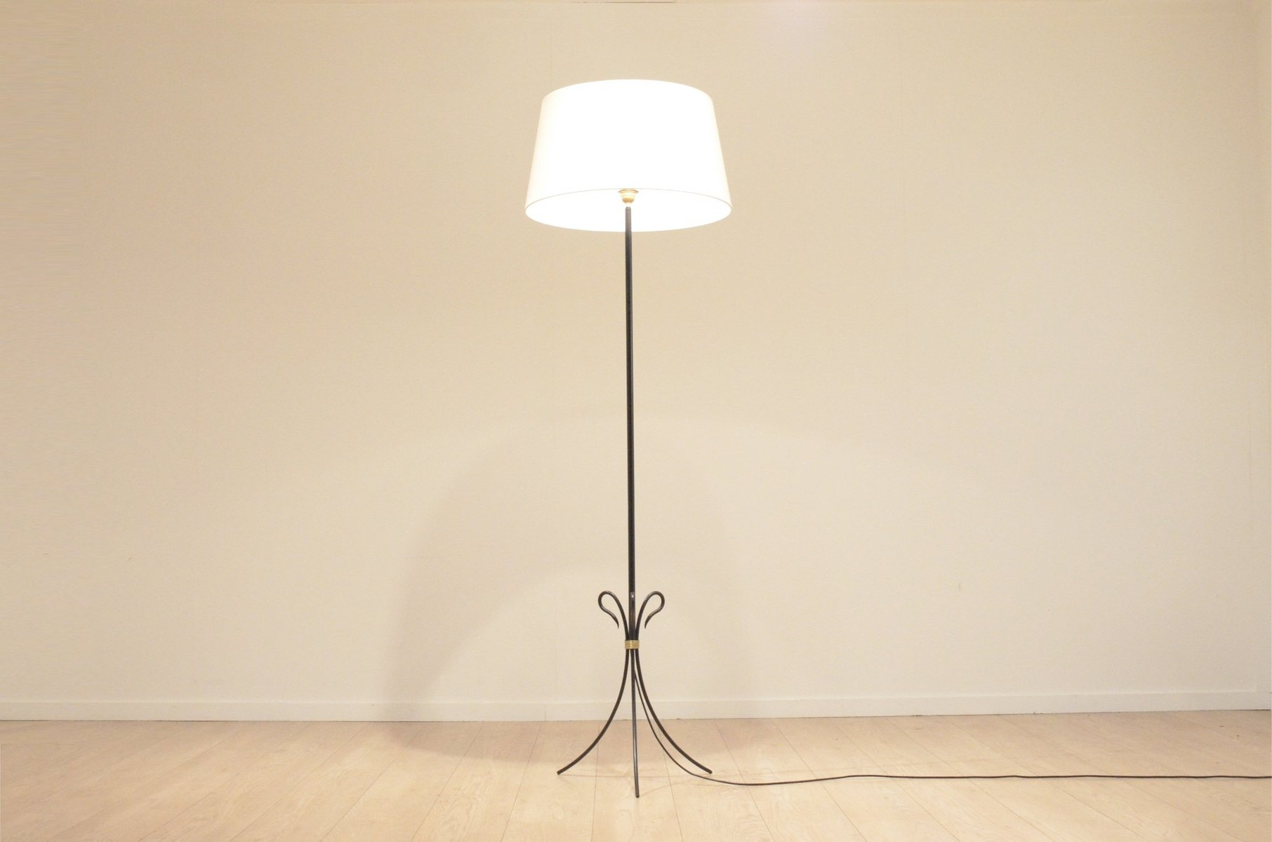 Innenarchitektur Dreibein Stehlampe Dekoration Von 750,00 €