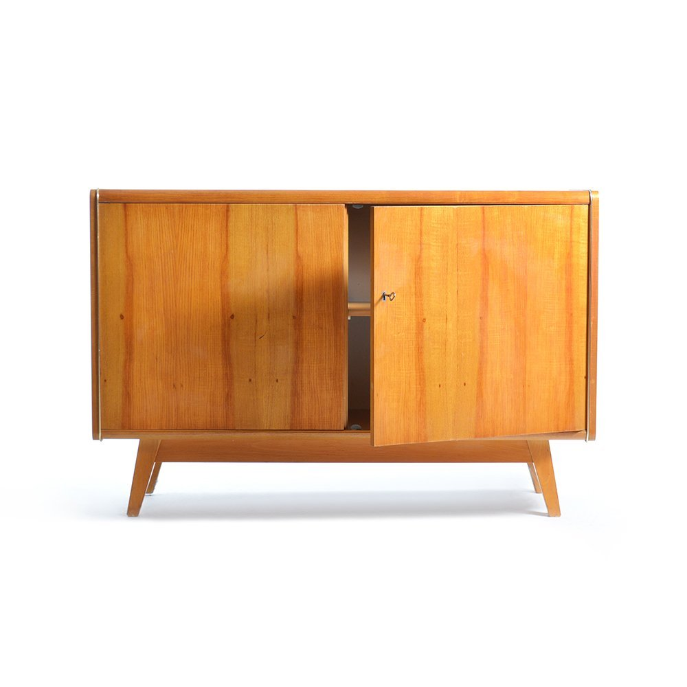 sideboard mit schwarzer glasplatte von jitona 1960er bei pamono kaufen. Black Bedroom Furniture Sets. Home Design Ideas