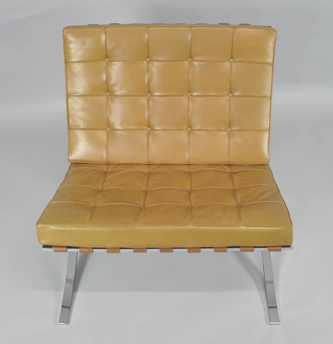 Charmant Vintage Barcelona Chair With Ottoman By Ludwig Mies Van Der Rohe For Knoll  International
