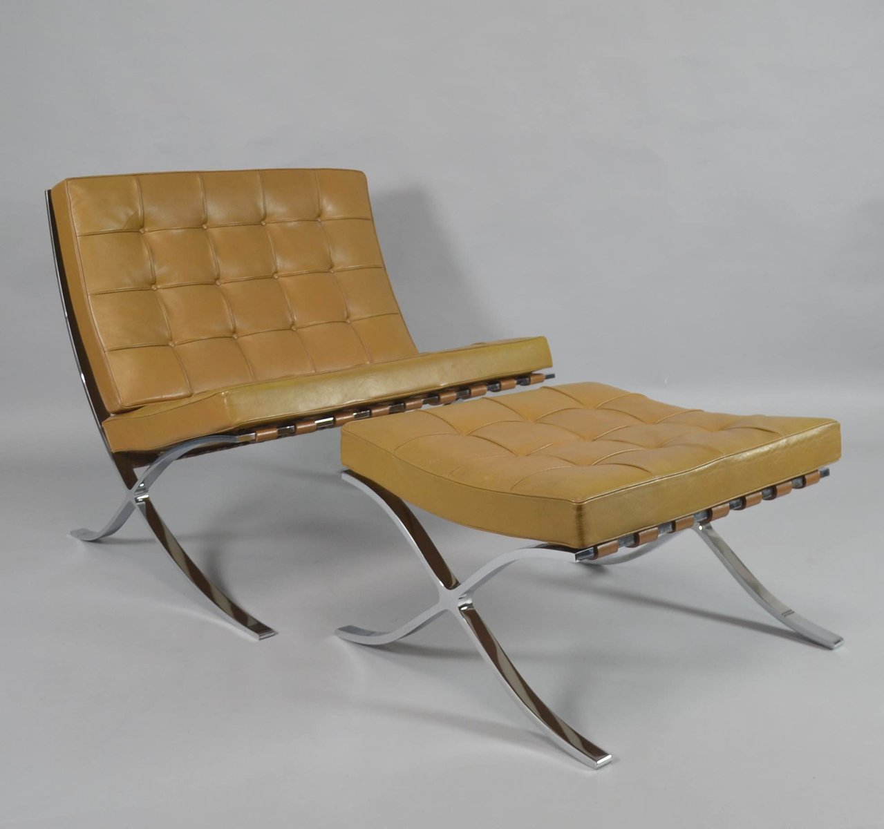 Superbe Vintage Barcelona Chair With Ottoman By Ludwig Mies Van Der Rohe For Knoll  International
